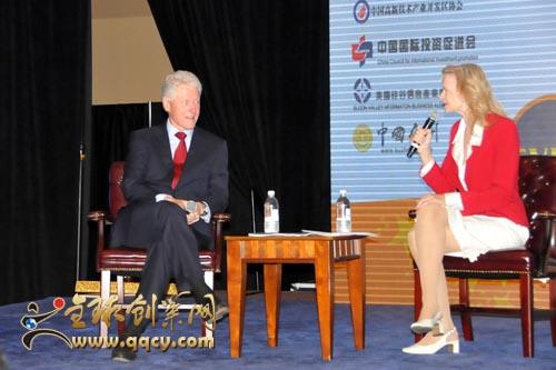 傅彪与前美国总统克林顿同台演讲
